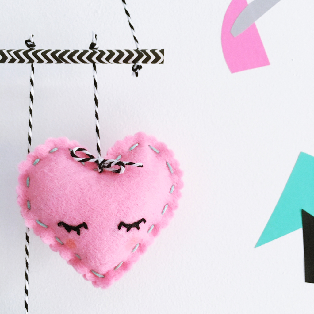 MAKE A FELT HEART MOBILE CROP