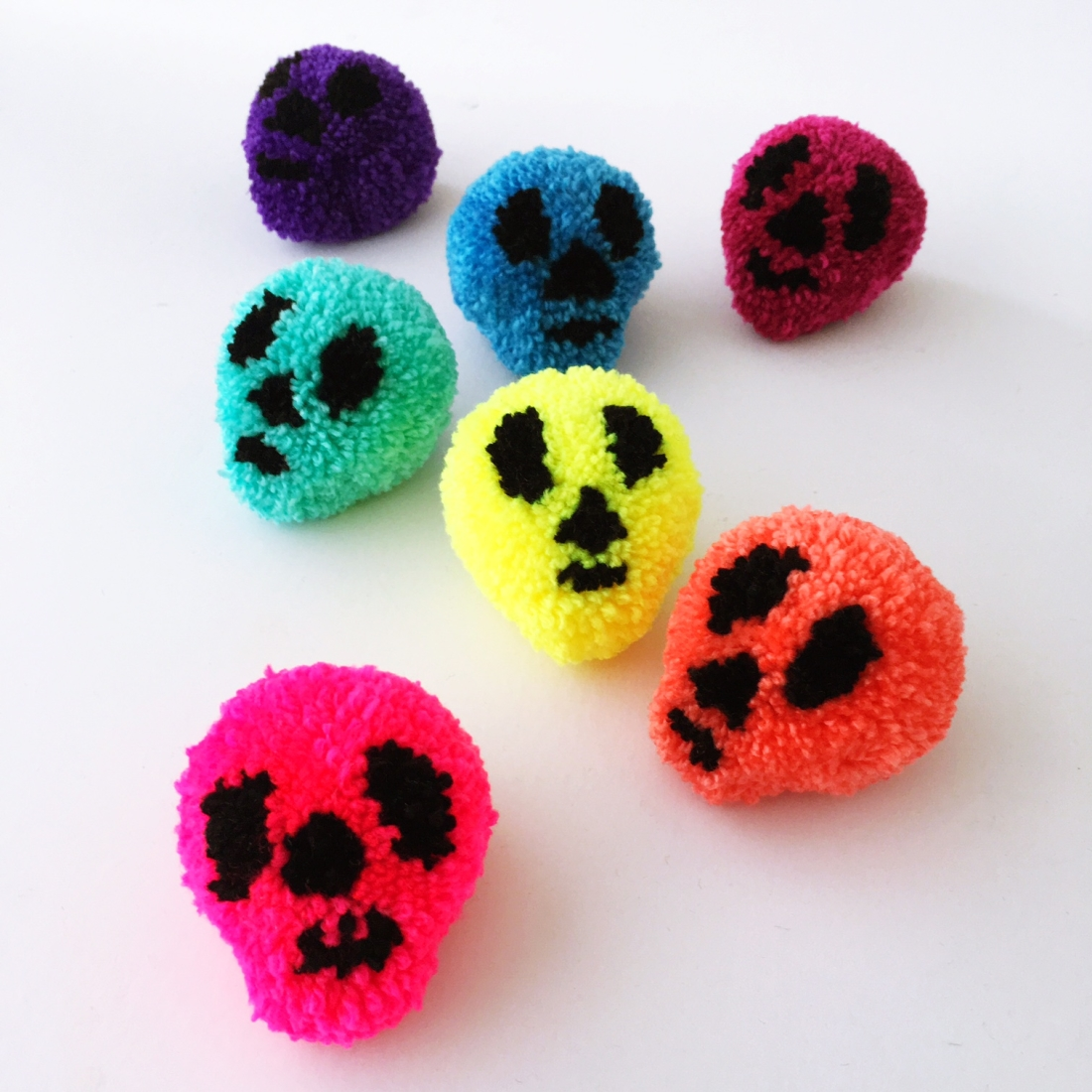 Make Halloween Skull Pompom Sewyeah