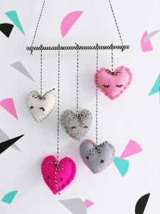 make: felt heart mobile (or should that be heartfelt?)